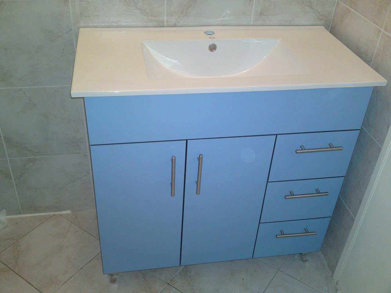Une salle de bain bleue vous apportera calme et sérénité