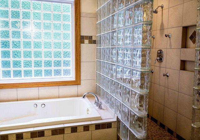 Pourquoi on préfère la douche à la baignoire !